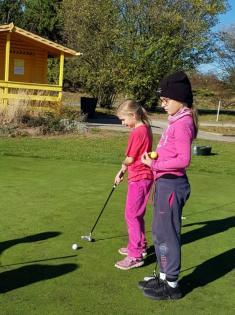 Třeťáci na golfu 31. 10.
